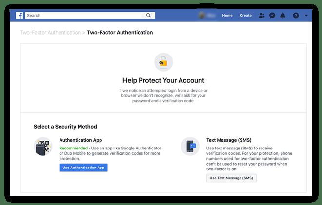 De instellingen voor tweestapsverificatie in Facebook kiezen op een bureaucomputer.